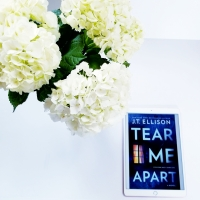 Tear Me Apart by J.T. Ellison #bookreview #tarheelreader @thrillerchick @harlequinbooks #tearmeapart