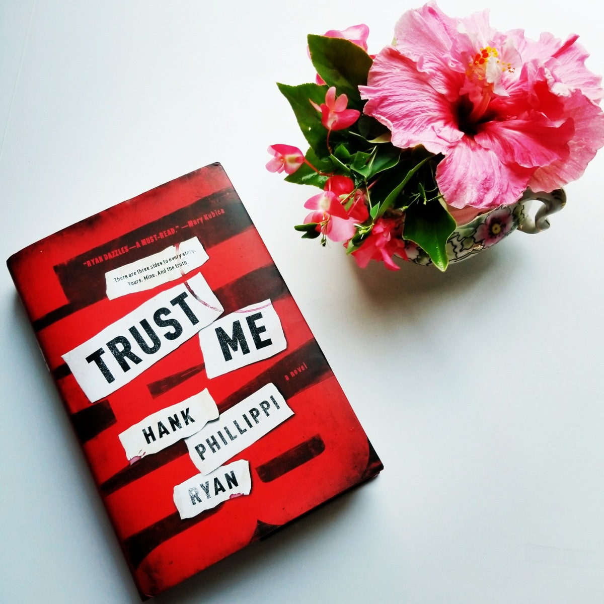 Trust Me by Hank Phillippi Ryan #bookreview #tarheelreader #thrtrustme @hankpryan @torbooks #forgebooks #trustmebook #trustmereadit #bookbestiestrustme