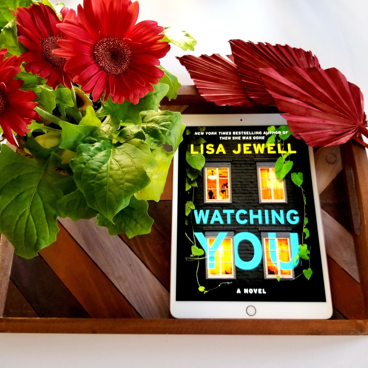 Watching You by Lisa Jewell #bookreview #tarheelreader #thrwatchingyou @lisajewelluk @atriabooks #watchingyou #bookbestieswatchingyou #watchingyoubook