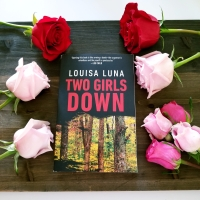 Two Girls Down by Louisa Luna #bookreview #tarheelreader #thrtwogirlsdown #louisaluna @vintageanchor @doubledaybooks #twogirlsdown