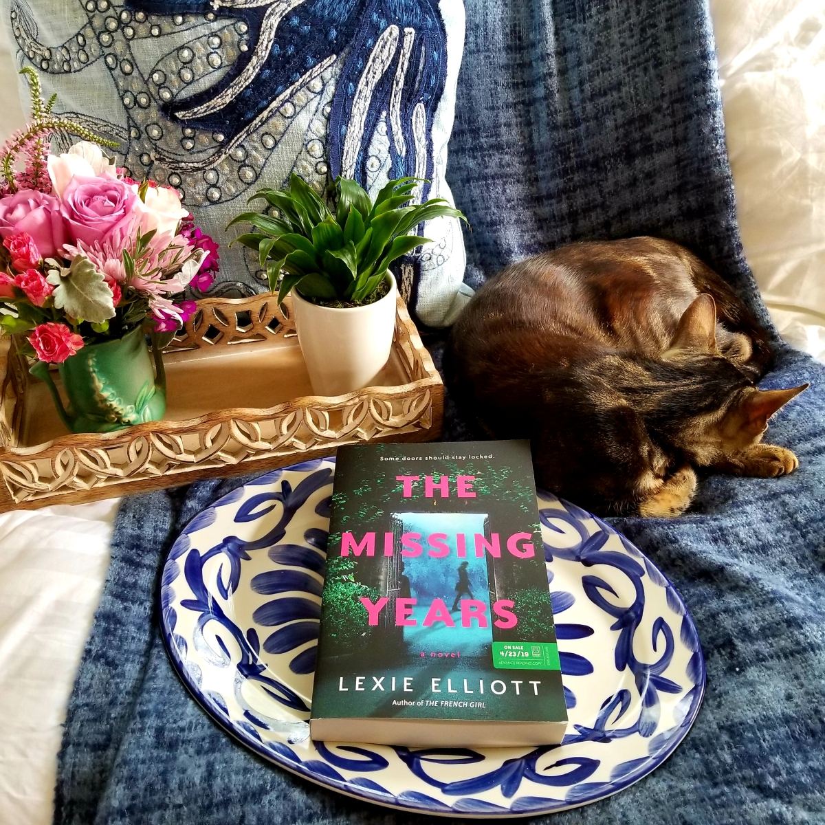 The Missing Years by Lexie Elliott #bookreview #tarheelreader #thrmissingyears @elliott_lexie @berkleypub #themissingyears #blogtour #bookgiveaway