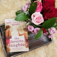 The Favorite Daughter by Patti Callahan Henry #bookreview #tarheelreader #thrfavoritedaughter @pcalhenry @berkleypub #thefavoritedaughter #blogtour #bookgiveaway