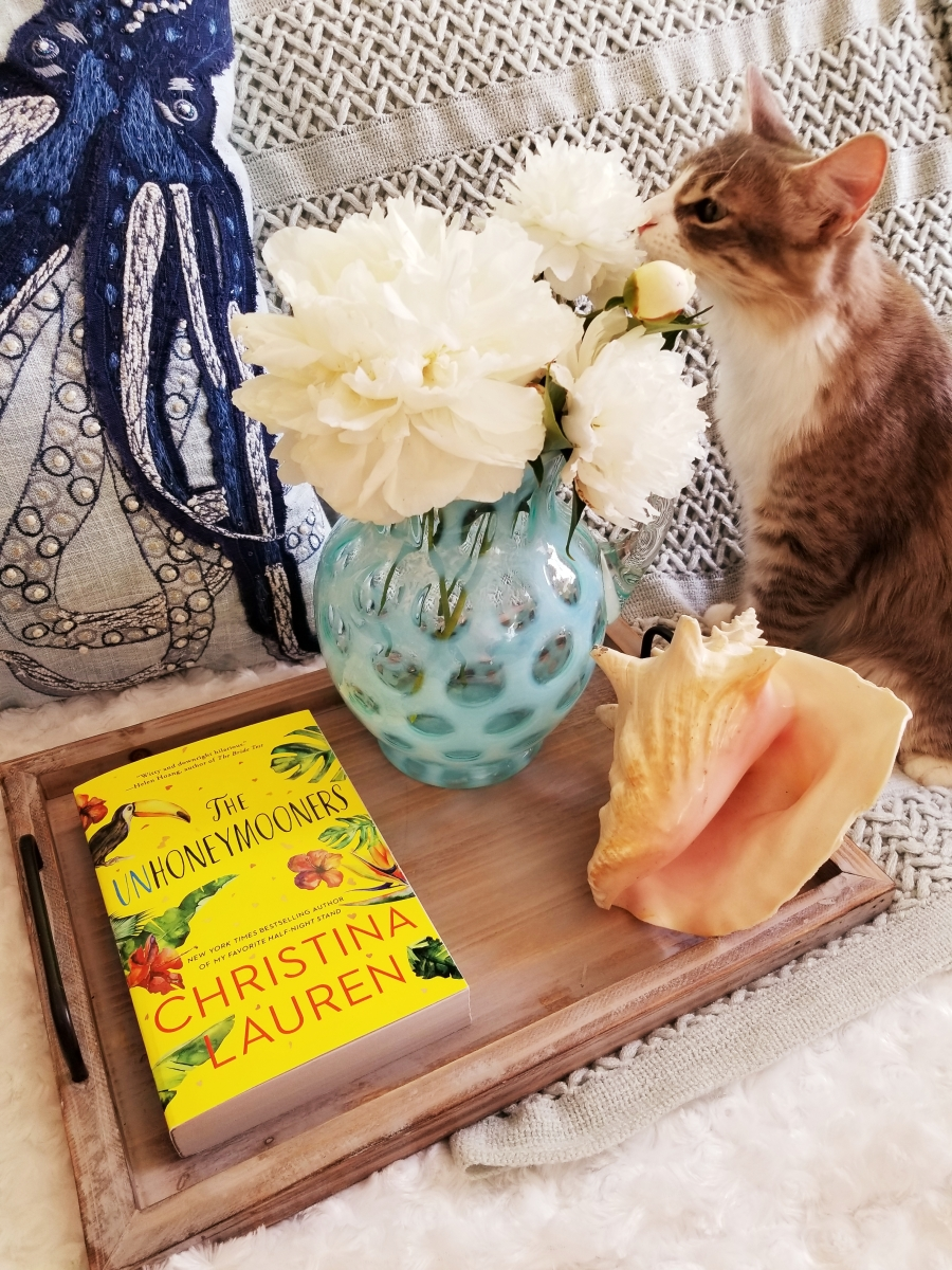 The Unhoneymooners by Christina Lauren #bookreview #tarheelreader #thrunhoneymooners @christinalauren @gallerybooks #theunhoneymooners