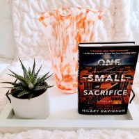 One Small Sacrifice by Hilary Davidson #bookreview #tarheelreader #thronesmallsacrifice @hilarydavidson @amazonpub @thomasmercerUK @mbeatie #onesmallsacrifice