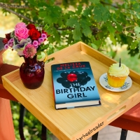 The Birthday Girl by Melissa de la Cruz #bookreview #tarheelreader #thrthebirthdaygirl @melissadelacruz @mbeatie @duttonbooks #thebirthdaygirl