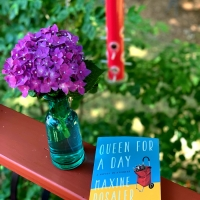 Queen for a Day by Maxine Rosaler #bookreview #tarheelreader #thrqueenforaday @rosalermaxine @delphbooks @suzyapbooktours #blogtour #queenforaday